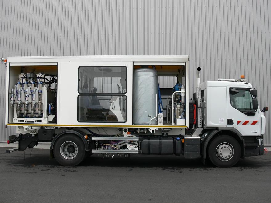 jetline l 39 innovation dans le marquage routier accueil solutions et mat riels camion 19t. Black Bedroom Furniture Sets. Home Design Ideas